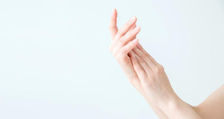 女性の手の画像